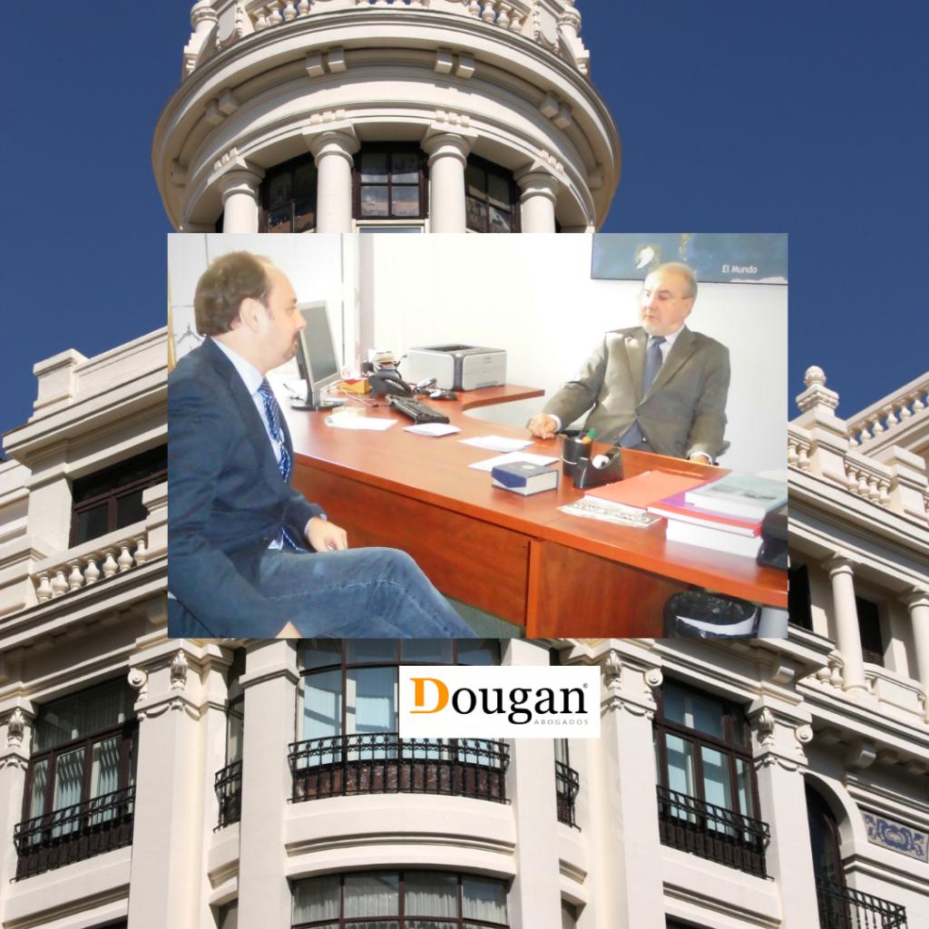 El director de DOUGAN ABOGADOS, GUSTAVO SOCORRO con Pedro Solbes en Madrid